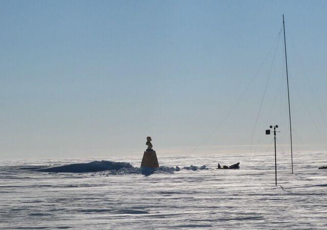 Antarktika'daki eski Sovyet bilim ve araştırma üssünde yer alan Lenin büstü