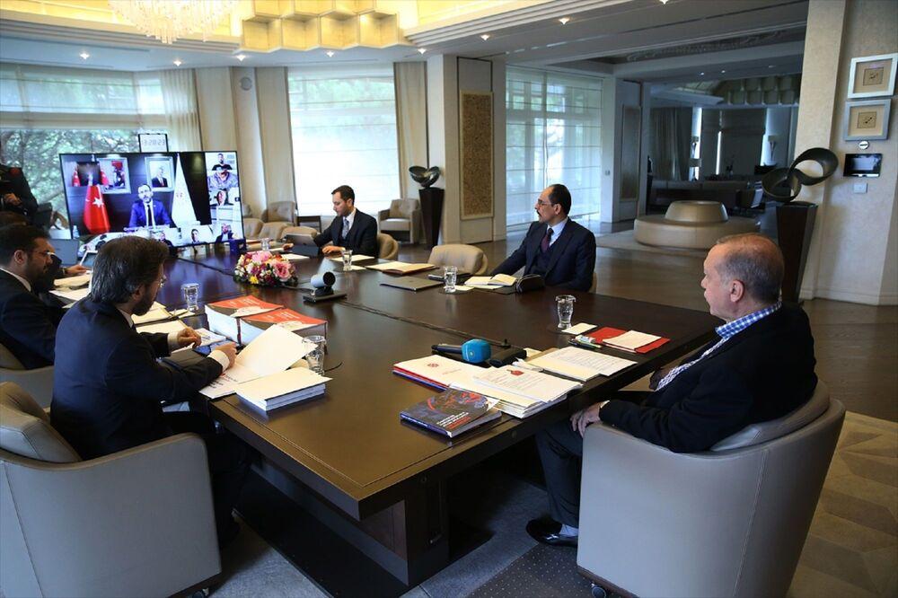 Görüşmede, İletişim Başkanı Fahrettin Altun ve Cumhurbaşkanlığı Sözcüsü İbrahim Kalın da yer aldı.