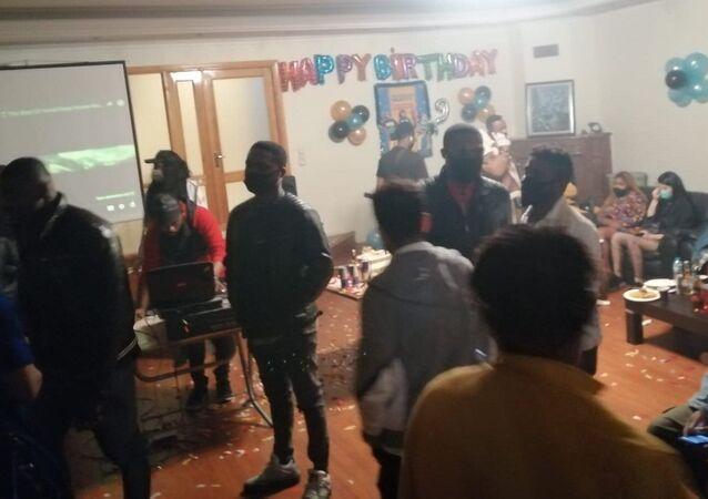 Villada parti düzenleyen 5 kişiye 3 ay ev hapsi