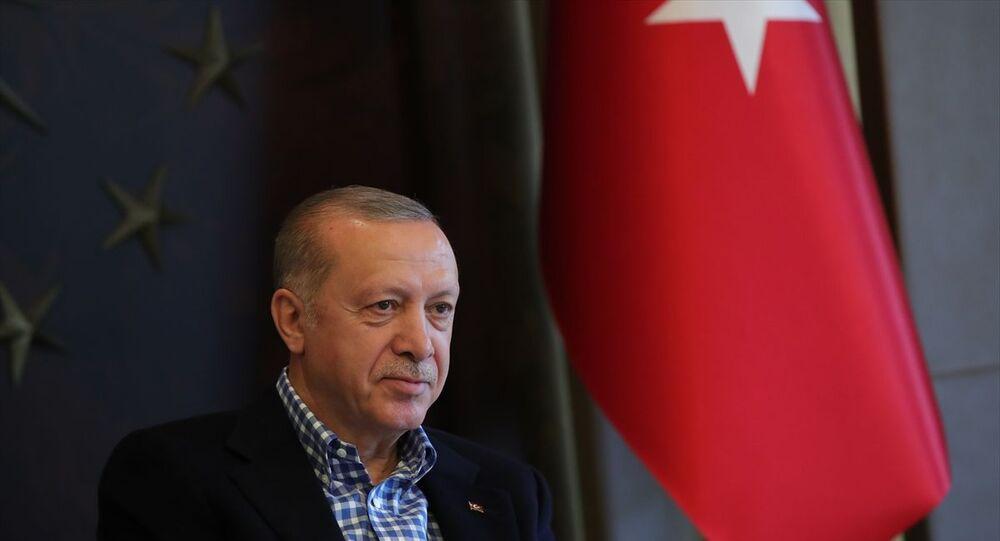 Türkiye Cumhurbaşkanı Recep Tayyip Erdoğan, A Milli Futbol Takımı oyuncularıyla video konferans yöntemiyle görüşme gerçekleştirdi.