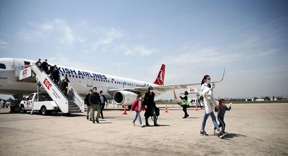 Rusya'dan 179 Türk Adana'ya getirildi
