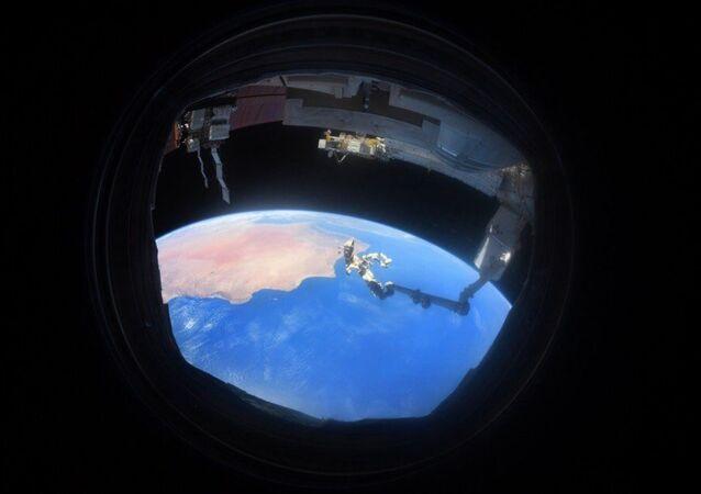 Rus kozmonot Anton Şkaplerov tarafından UUİ'den çekilen Dünya görüntüsü
