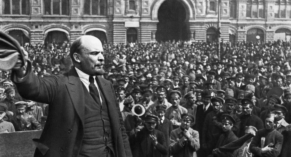 Vladimir Lenin Kızıl Meydan'da konuşma yapıyor. Moskova, 1919.