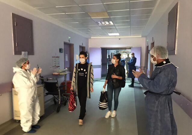 Tunceli Valiliği'nin yaptığı açıklamaya göre kentte tespit edilen 8 koronavirüs vakasından sonuncusu da tedavisi ardından dün taburcu edildi.