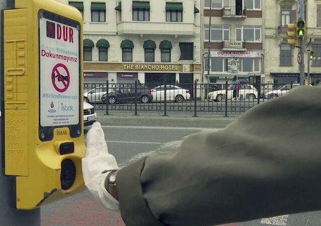 İstanbul'da yaya geçitlerine salgına karşı temassız buton