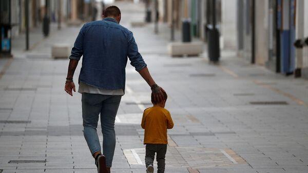 İspanya – kororonavirüs – çocuk – sokağa çıkma yasağının ardından çocuklar - Sputnik Türkiye