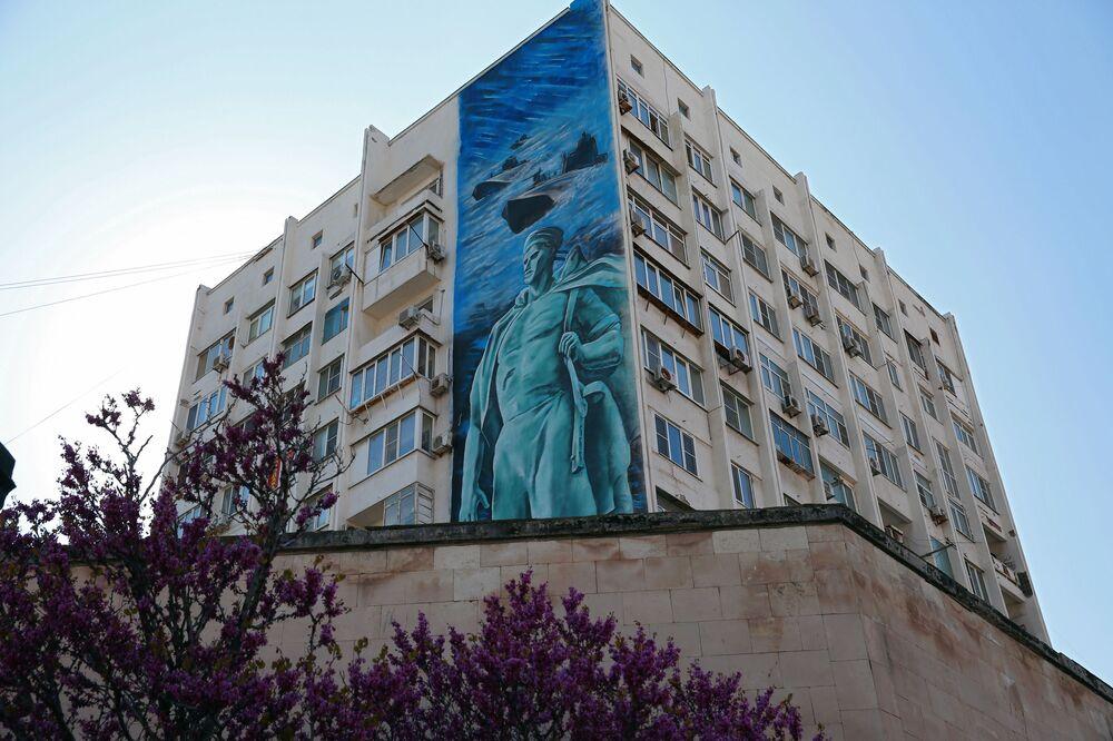 Novorossiysk kentinde 9 Mayıs Zafer Bayramı kutlamaları kapsamında çizilen duvar resmi.
