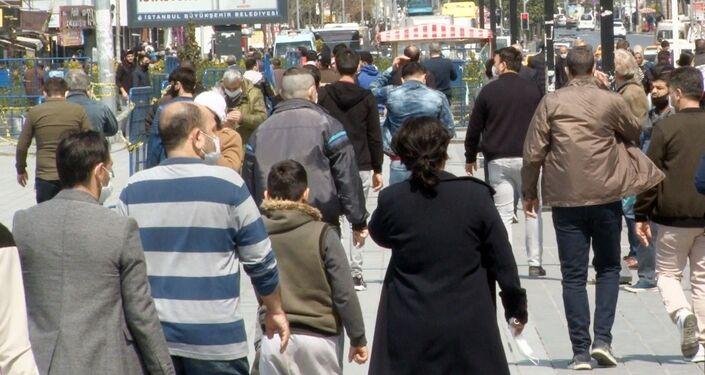 Esenyurt'ta kısıtlamanın ardından vatandaşlar sokakları doldurdu
