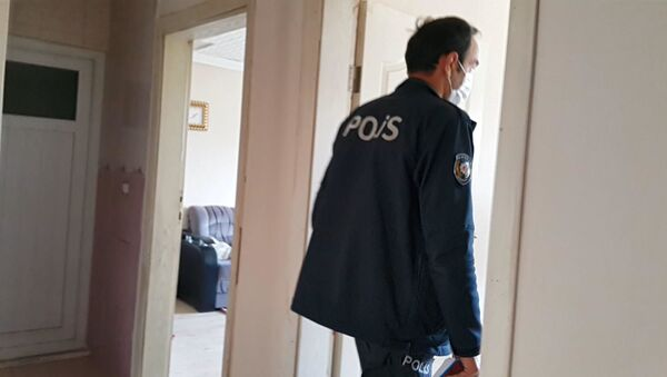 Girdiği evde bıçaklanan hırsız, sırtında bıçakla kaçtı - Bursa - Sputnik Türkiye