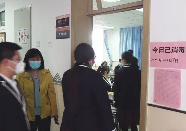 Pekin'de 50 bin lise öğrencisi ders başı yaptı