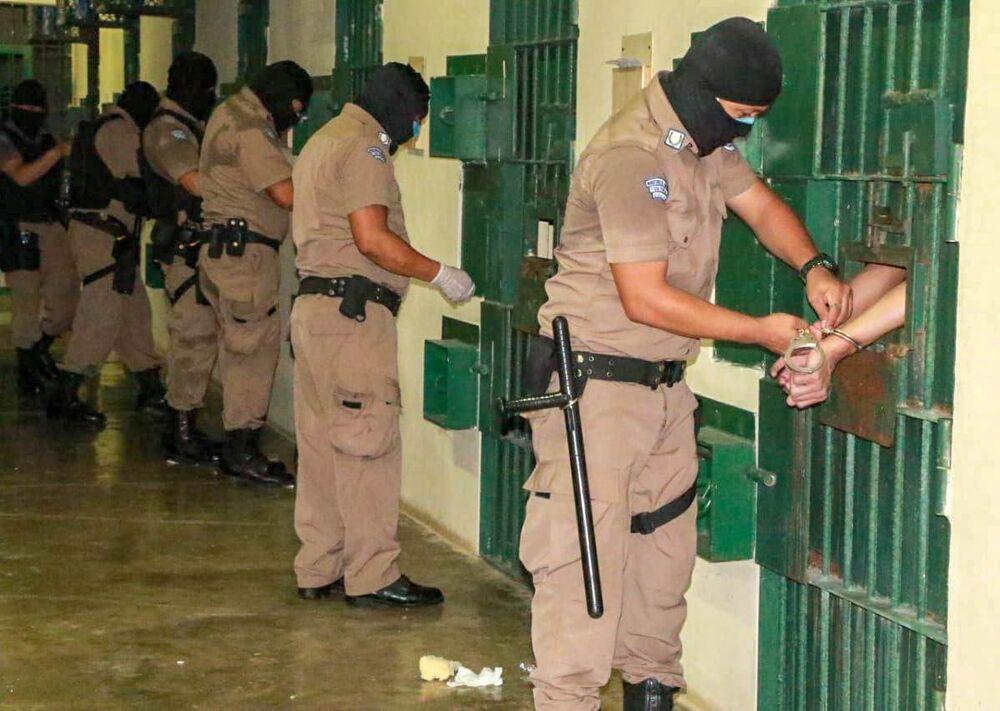 Ülke çapındaki 7 yüksek güvenlikli hapishanede tutulan çete üyelerine 24 saatlik hücre cezası verildi