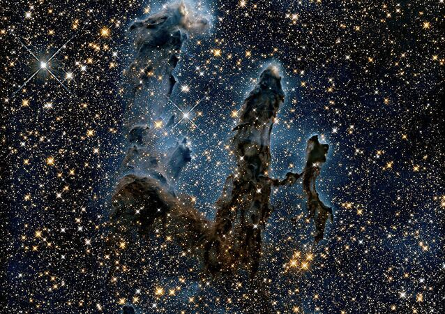 Hubble Uzay Teleskobu tarafından Kartal Bulutsusu içinde çekilen görüntü