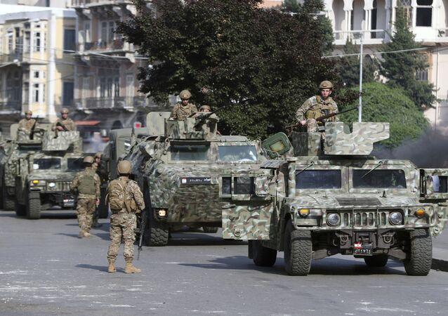 Lübnan ordusu Lübnan Trablus'taki hükümet karşıtı protestolar ve ayaklanmalar sırasında sokaklara indi