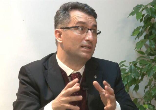 Sakarya Üniversitesi (SAÜ) Tıp Fakültesi Enfeksiyon Hastalıkları ve Klinik Mikrobiyoloji Ana Bilim Dalı Başkanı Prof. Dr. Oğuz Karabay