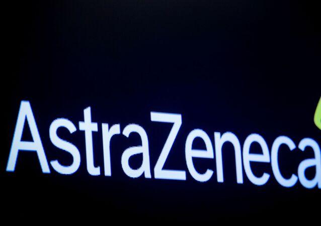 New York Borsası ekranına yansıtılan AstraZeneca logosu