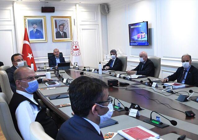İçişleri Bakanı Süleyman Soylu'nun başkanlığında video konferans yöntemiyle Güneydoğu Anadolu Bölgesi Güvenlik Toplantısı gerçekleştirildi.