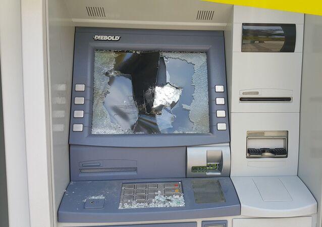 Babasına kızıp ATM'lere saldıran kadının 11 suç kaydı olduğu ortaya çıktı