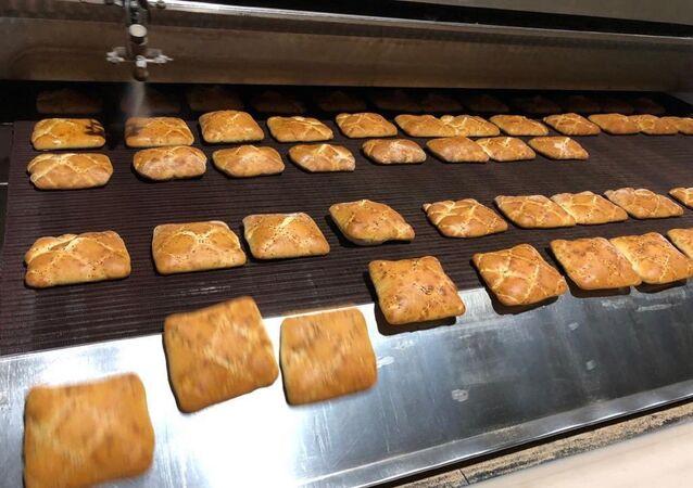 İstanbul Büyükşehir Belediyesi (İBB) şirketi Halk Ekmek tarafından üretilen Ramazan pidesinin fiyatı 1 TL olarak belirlendi.