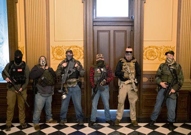 ABD'nin Michigan eyaletinde karantina karşıtı protestocular, Eyalet Meclis Binasını basarak Genel Kurula girmeye çalıştı.