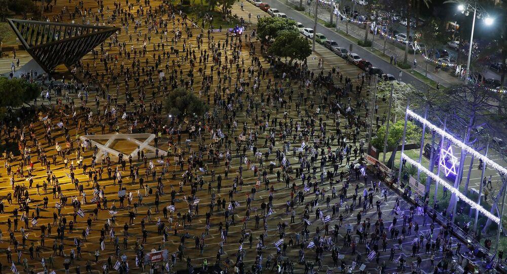 İsrail Yüksek Mahkemesinin Başbakan Benyamin Netanyahu'nun koalisyon hükümeti kurmasına yapılan itirazı değerlendirmesi öncesi Tel Aviv'de koalisyon karşıtı gösteri düzenlendi.