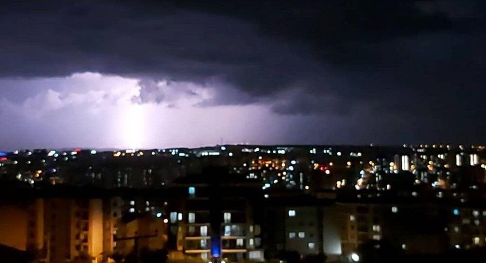 Silivri'de akşam saatlerinde etkili olan şiddetli yağış su taşkınlarına neden oldu