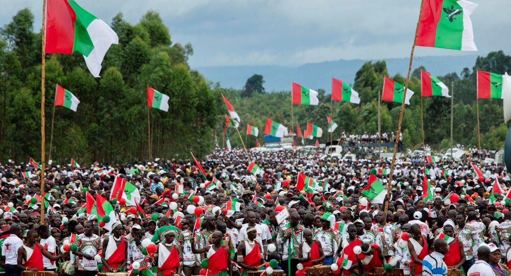 Doğu Afrika ülkesi Burundi'de yeni tip koronavirüs (Kovid-19) salgınına rağmen iktidar partisi, hiçbir hijyen ve sosyal mesafe önlemi almadan, on binlerce kişinin katıldığı seçim mitingi düzenledi.