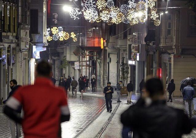 Sokağa çıkma kısıtlaması sonrası İstiklal Caddesi