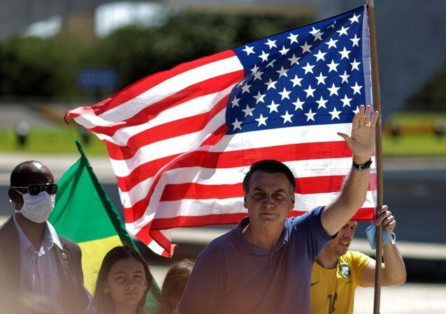 Brezilya Cumhurbaşkanı Jair Bolsonaro, Temsilciler Meclisi Başkanı Rodrigo Maia'ya karşı düzenlenen protestoda