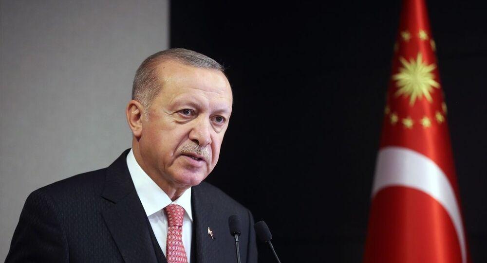 Türkiye Cumhurbaşkanı Recep Tayyip Erdoğan başkanlığındaki Cumhurbaşkanlığı Kabinesi toplantısı sona erdi. Cumhurbaşkanı Erdoğan, toplantının ardından açıklamalarda bulundu.
