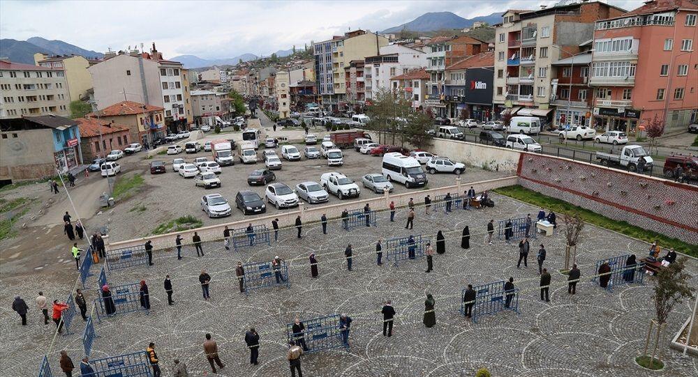 Erzurum'da bariyerli maske dağıtımı