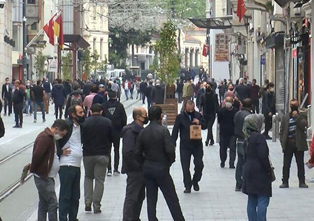 İstiklal Caddesi'nde dikkat çekici yoğunluk