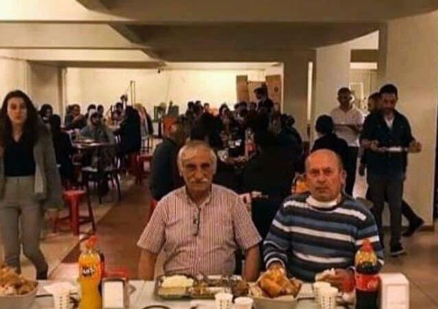 Sakarya'da korana virüs tedbirleri kapsamında toplu iftar yasağına uymayarak sosyal medya hesabı üzerinden paylaşan kişilere 14 bin 910 lira para cezası kesildi.