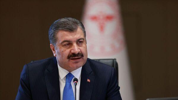 Sağlık Bakanı Fahrettin Koca, video konferans yöntemiyle gerçekleştirilen Koronavirüs Bilim Kurulu toplantısı sonrası düzenlenen basın toplantısında açıklamalarda bulundu. - Sputnik Türkiye