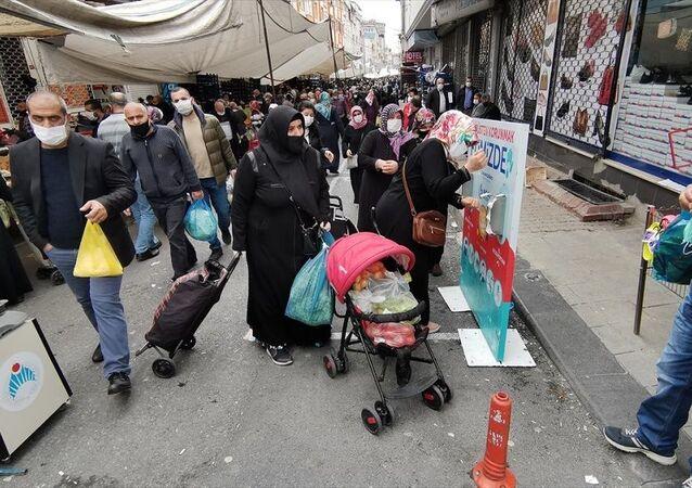 İstanbul semt pazarlarından bugünkü görüntüler