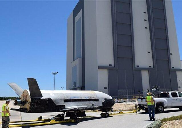 ABD Savunma Bakanlığı (Pentagon), uzay uçağı olarak bilinen X-37B Orbital Test Aracını çeşitli deneyler için uzaya ekipman taşımak üzere yörüngeye gönderiyor.