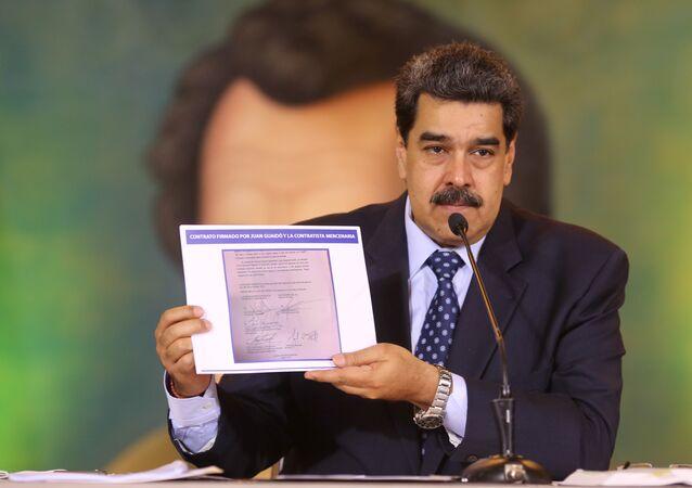 Venezüella Devlet Başkanı Nicolas Maduro,Amerikan özel güvenlik şirketi Silvercorp CEO'su Jordan Goudreau ilemuhalefet lideri Juan Guaido arasında,'kendisini devirmek amacıyla' yapıldığınıiddia ettiğigizli bir anlaşmayı kamuoyuna açıkladı.