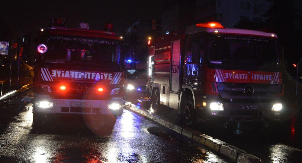Beşiktaş Etiler'de bulunan bir alışveriş merkezindeki giyim mağazasında bilinmeyen bir sebepten dolayı yangın çıktı. Yangın itfaiye ekiplerinin müdahalesi sonucu büyümeden kontrol altına alındı.