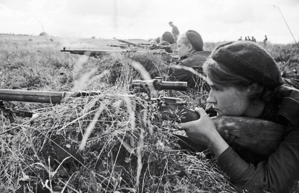 3. Taarruz Ordusunda görev alan kadın keskin nişancılar, Haziran 1943