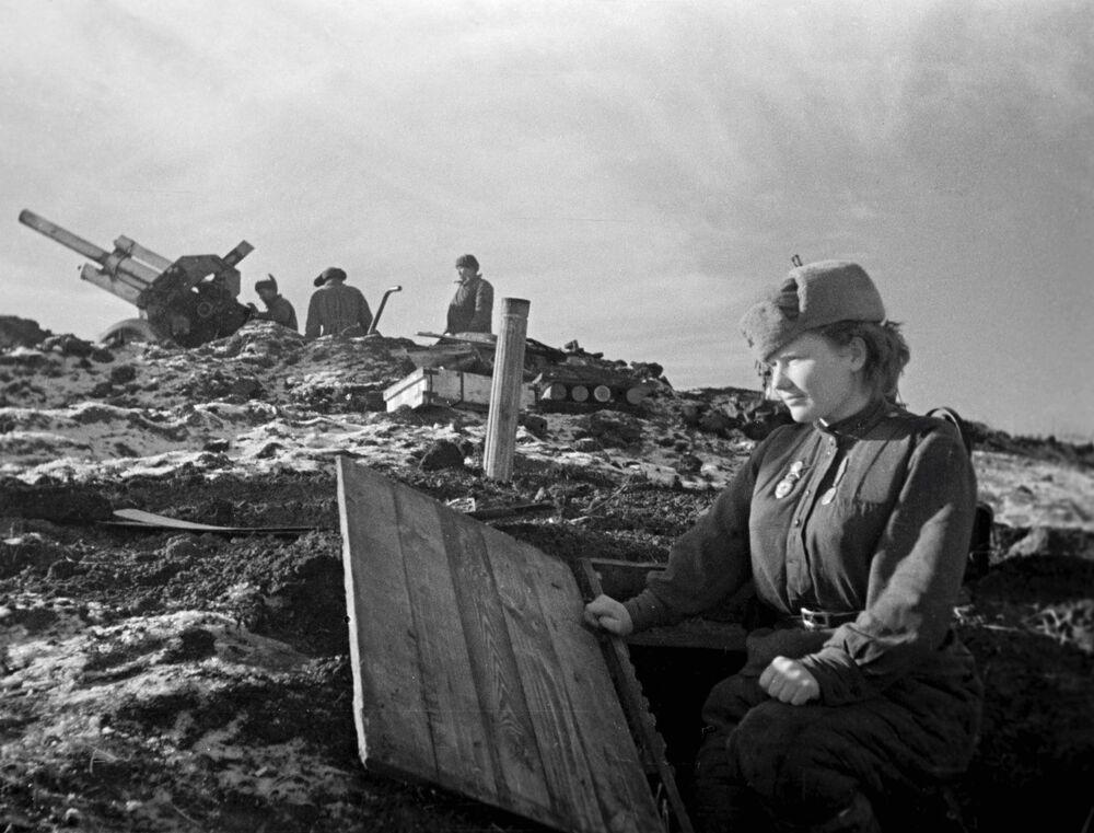 Ukrayna'nın Odessa kentinin Nazilerden kurtarılması için verilen mücadeleye katılan kadın, Mart 1944