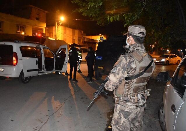 Adana'da 540 polisle helikopter destekli narkotik uygulaması yapıldı.