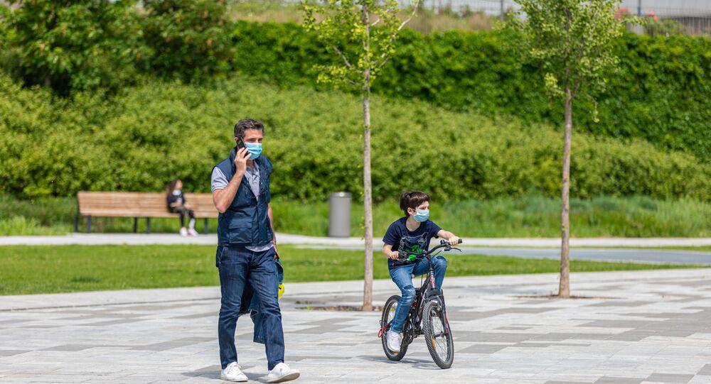 İtalya  - koronavirüs - bisiklet - maske - Milan – park