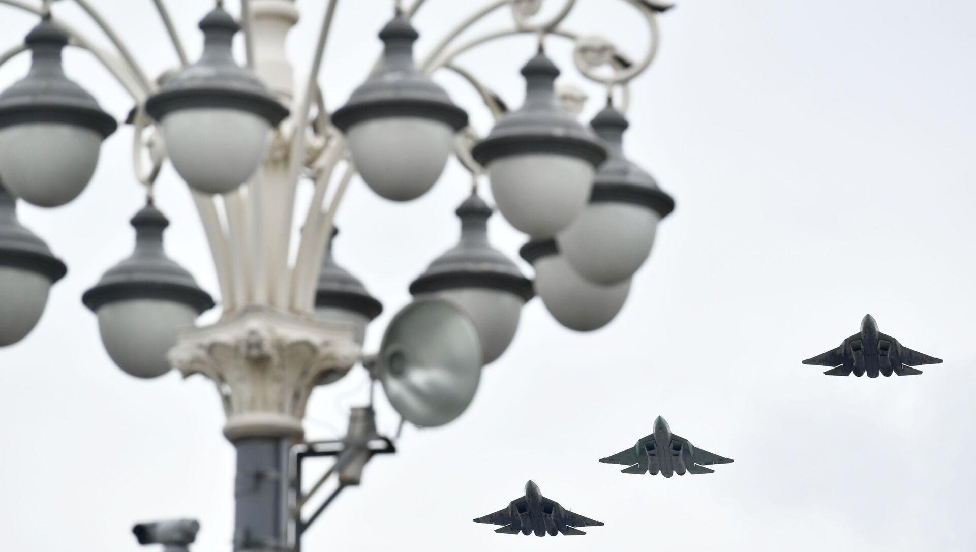 Rus beşinci nesil Su-57 avcı uçakları - Sputnik Türkiye, 1920, 27.07.2021