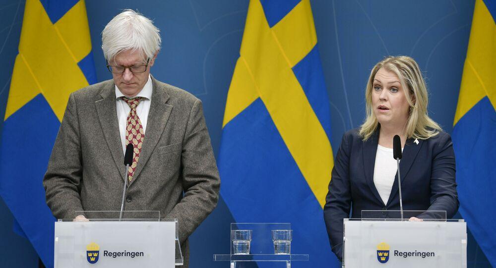 İsveç Sağlık ve Sosyal İşler Bakanı Lena Hallengren (sağda)