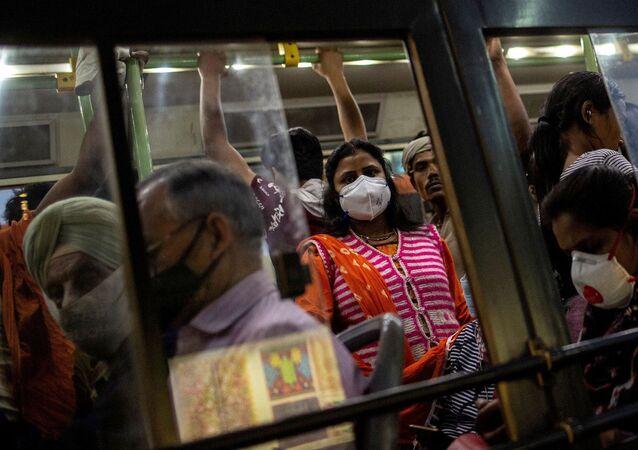 Hindistan - koronavirüs - maske -