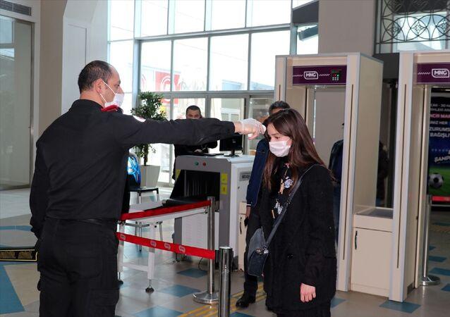 Erzurum - AVM -  alışveriş merkezleri - maske - koronavirüs - sosyal mesafe -