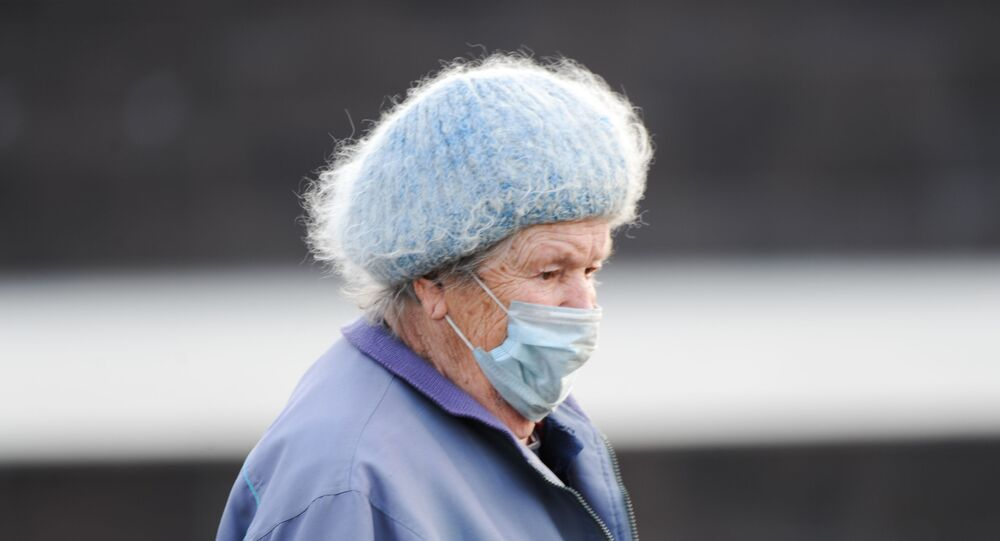yaşlı - maske - koronavirüs - Rusya