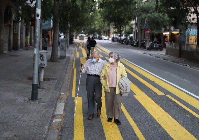 yaşlı - maske - koronavirüs - İspanya - Barcelona
