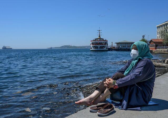 Yaşlı - maske - koronavirüs - Beşiktaş - İstanbul