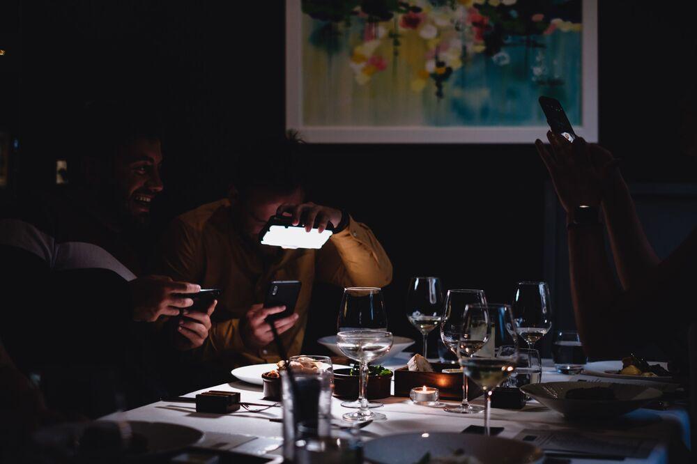 Yarışmanın Masadaki Kıtalararası Yemek kategorisinde birincilik kazanan İngiliz fotoğrafçı Sandy Wood'un 'Yemeğe Kıyanılmayacak Kadar Güzel (Şimdilik)' isimli çalışması