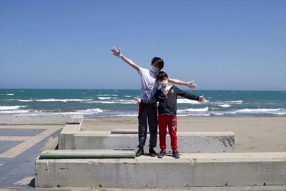 Kadıköy Kalamış Parkına elen bir çocuk, Çok mutluyum parka geldiğim için diye konuştu.